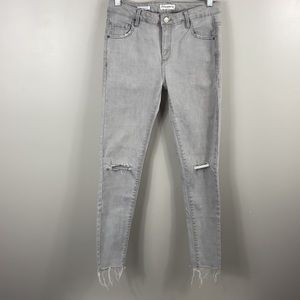 Pull & Bear Skinny low waist busted knees size 0